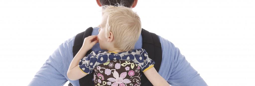 babydragen met drager van alles is verbinding