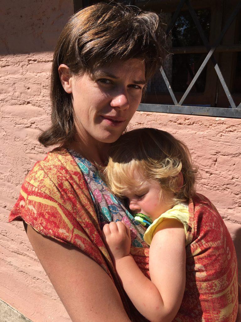 Babydragen met draagdoek of ergonomische drager